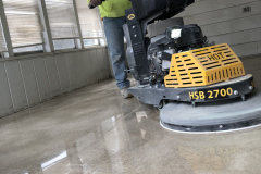 Polished-concrete-with-employee-1