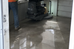Polished-concrete-with-employee